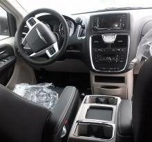 2015 Chrysler Town and Country Touring-L full